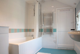 Modern bathroom at Chy Lowena holiday cottage